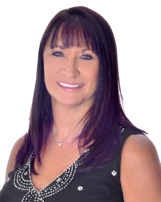 Real Estate Agent - Sharon Rossouw