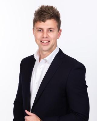 Real Estate Agent - Roelof van Tonder