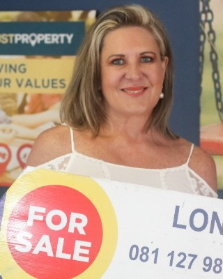 Real Estate Agent - Lona van Wyk