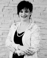 Real Estate Agent - Lezanne Van Coller