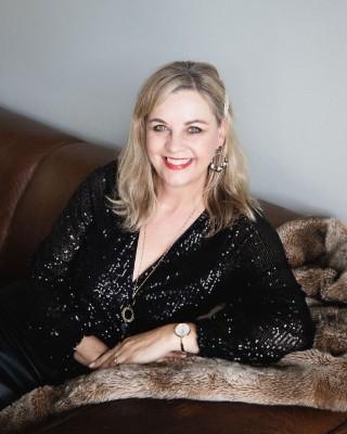 Real Estate Agent - Lourette Liebenberg