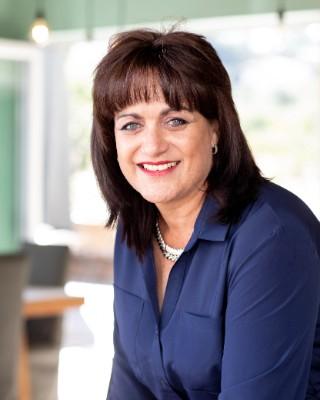 Real Estate Agent - Anita Dames