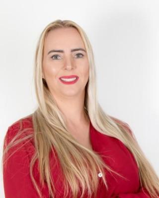 Real Estate Agent - Stephne van Lochem