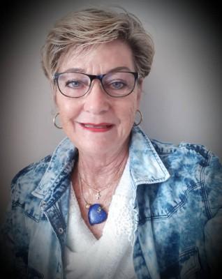 Real Estate Agent - Helga Molzahn